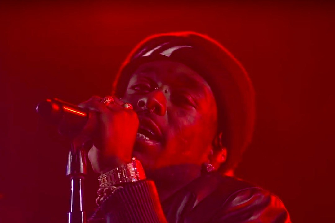 Lil Uzi Vert předvádí film The Life Life Goes 'The Late Show With Stephen Colbert